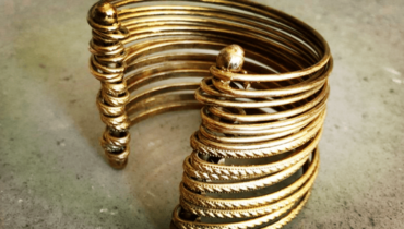 how to clean tarnished costume jewelry